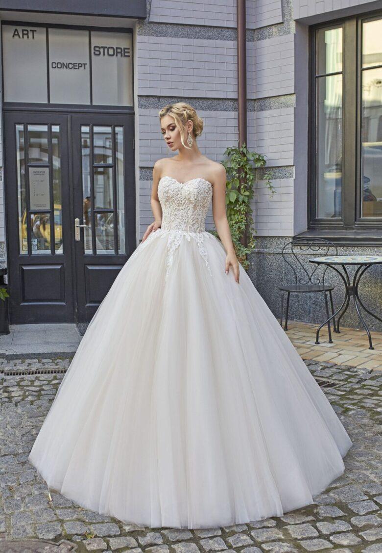 73 Best White Wedding Dresses In 2020 Royal Wedding