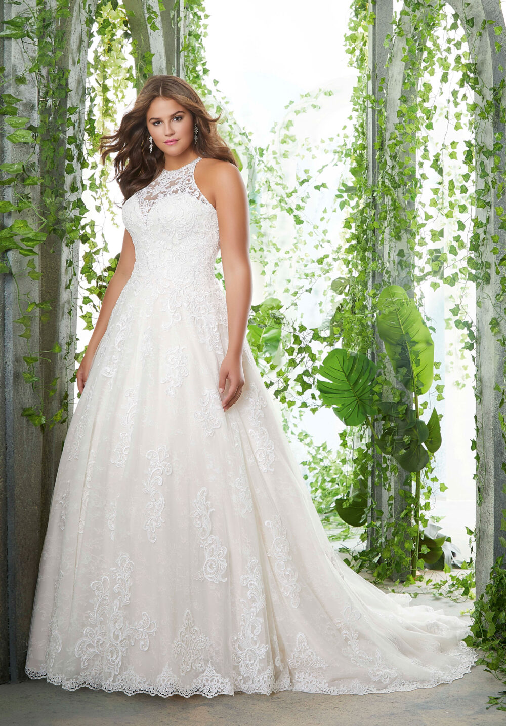 23 Best Wedding Dresses for Curvy Ladies for 2019 - Royal ...