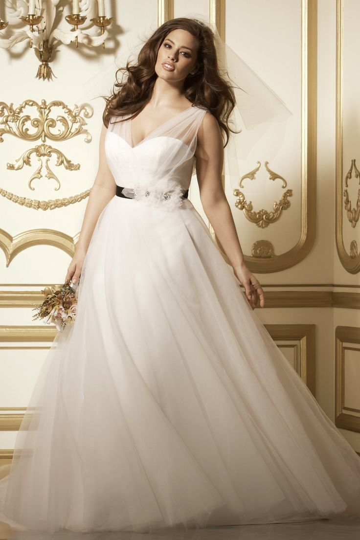 6 Best Wedding Dresses for Curvy Ladies for 6 - Royal Wedding